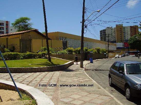 Colégio Estadual Manoel Devoto - Vista Lateral e Entrada para o Ginásio de Esportes Coberto